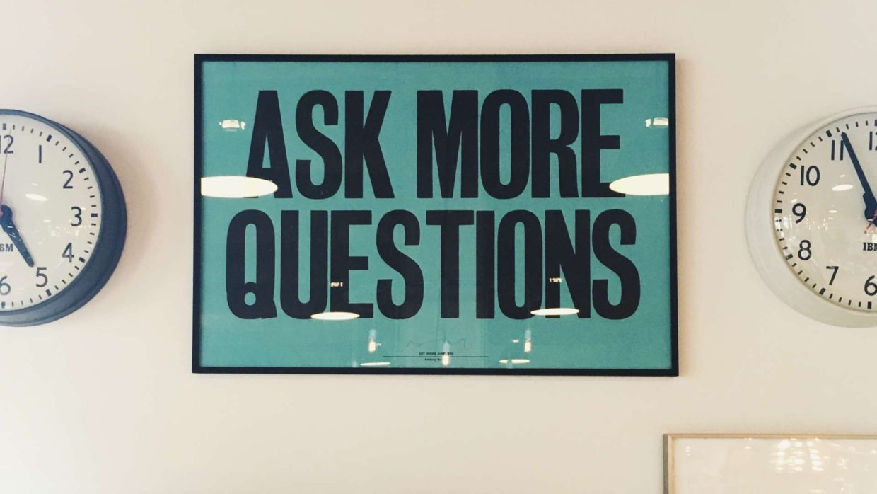 Ask More Questions - Wandposter