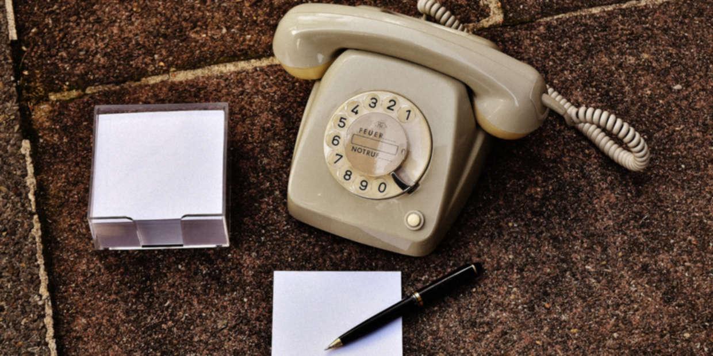 Altes Telefon & Notizblock